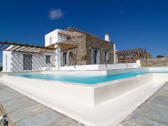 Thalassinos is a famous architect on Paros Island in Greece.Thalassinos Architect studio have develop some of the best projects in Paros and all over Greece. Modern Pool House, Modern Pools, Paros Island, Unique House Design, Famous Architects, Villa, Pool Houses, Next At Home, My Dream Home