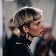90 Sexy and Sophisticated Short Hairstyles for Women If you are looking for a big change in your life, then it might be time for a short haircut. Hair Inspo, Hair Inspiration, Trendy Mood, Trendy Hair, Bowl Haircuts, Short Hairstyles For Women, Cut Hairstyles, Short Haircuts, Haircut Short