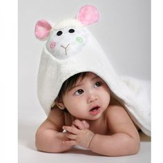 Zoochini Hooded Towel - Lamb is a fab gift for baby girls who love bathtime. They will enjoy snuggling in this after their bath.