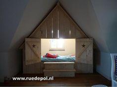 Bedstee geeft het gevoel van een houthakkershuisje. Door Mary