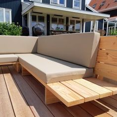 Balcony Furniture, Diy Furniture Couch, Diy Sofa, Outdoor Couch, Modern Outdoor Furniture, Outdoor Lounge, Deck Seating, Outdoor Seating, Palette Furniture
