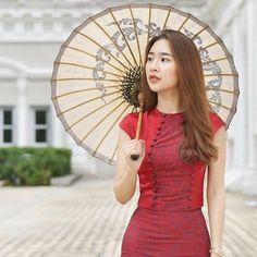 Model Naw Phaw Eh Htar in Myanmar dress – Hot Models Dama Dresses, Junior Prom Dresses, Myanmar Traditional Dress, Traditional Dresses, Myanmar Dress Design, Myanmar Women, Crop Dress, Beautiful Asian Girls, Hottest Models