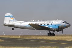 South African Airways DC-3 Jets, Nostalgic Pictures, Aircraft Propeller, Aircraft Interiors, Vintage Airplanes, Commercial Aircraft, Aeroplanes, Air Travel, Zeppelin