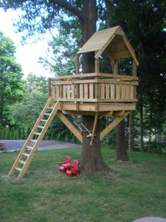 The kids will have a big fun when playing in a little house built up in a big tree. Here are the DIY tree house plans you can consult. Backyard Playground, Backyard For Kids, Backyard Fort, Playground Kids, Backyard Treehouse, Backyard Ideas, Tree House Playground, Backyard House, Patio Ideas