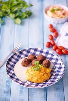 Rantakalapyörykät ja coleslaw – Hellapoliisi Coleslaw, Pancakes, Oatmeal, Breakfast, Food, The Oatmeal, Morning Coffee, Coleslaw Salad, Rolled Oats