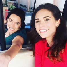 Reunited with the talented and stunning #pagetbrewster but she should not be allowed to drive a golf cart on the lot. Hold on tight! #grandfathered