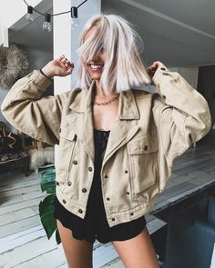 les meilleurs look en seconde main - Lilly is Love Camille Callen, Fashion Week, Womens Fashion, Blonde Hair Looks, Platinum Hair, Blonde Ombre, Hair Inspo, Everyday Fashion, Bridal Hair