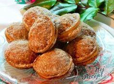 Oříšky s kávovým krémem Walnut Cookies, Four, Pretzel Bites, Cake Pops, Christmas Cookies, Sweet Tooth, Snack Recipes, Muffin, Chips