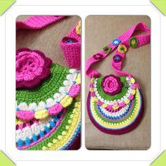 Beautiful crochet purse for little ladies  For tutorial: fizule71.blogspot.cz/2012/06/vesela-hackovana-kabelka.html