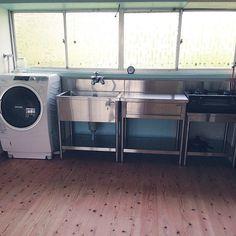 女性で、4LDKの業務用キッチン/築40年/中古住宅/洗濯機置場が無いので/キッチンについてのインテリア実例を紹介。「ガス台つきました! 洗濯機置場がないので、台所に置く場所を作りました」(この写真は 2015-07-08 13:32:49 に共有されました)