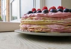 Pandekagekagen med hindbærskum er lavet i anledningen af min kærestes fødselsdag. Jeg lavede pandekager og hindbærskum igår, og samlede selve kagen, da pandekagerne var kolde. Det øverste lag hindbærskum og resten af pynten kom jeg på her til morgen. Kagen kan sagtens laves samme dag som den skal spises, men pandekagerne bliver kun endnu mere … Pancakes, Baking, Breakfast, Summer Recipes, Morning Coffee, Crepes, Patisserie, Griddle Cakes, Bread