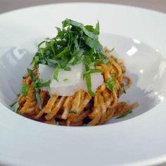 Doradca Smaku express: Pesto z pieczonej papryki z makaronem, odc. Pesto, Spaghetti, Cooking, Spring, Ethnic Recipes, Summer, Food, Kitchen, Summer Time