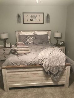 44 best farmhouse bedroom furniture design ideas and decor 37 - Bauernhaus Dekor Guest Bedrooms, Bedroom Sets, Home Bedroom, Modern Bedroom, Contemporary Bedroom, Spare Bedroom Ideas, Guest Bedroom Decor, Rustic Spare Room Ideas, Bedroom Carpet