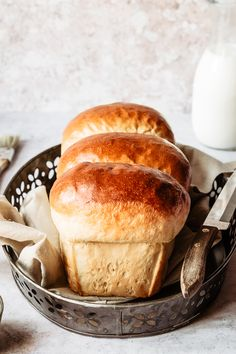 A fluffy, slightly sweet bread perfect to pair with chocolate spread, almond butter or to eat as it is: try my Hokkaido Milk Bread recipe! Milk Bread Recipe, Bread Recipes, Baking Recipes, Easy Recipes, Healthy Recipes, Hokkaido Milk Bread, Crispy Oven Fried Chicken, Japanese Bread, Bread Baking