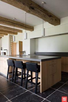 Belgian bluestone, pale wood and white - contemporary bistro kitchen -Stuyts - Realisaties Contemporary Style Kitchen, Bistro Kitchen, White Oak Kitchen, Stone Kitchen Floor, Contemporary Kitchen, Home Kitchens, Dining Area Design, Kitchen Design, Blue Stone Floors