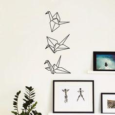 Adesivo de origami com três tsurus para decorar uma parede sem graça! Amei Pq vai fazer referência ao meu casamento e é uma forma barata de deixar o ambiente com outra cara.