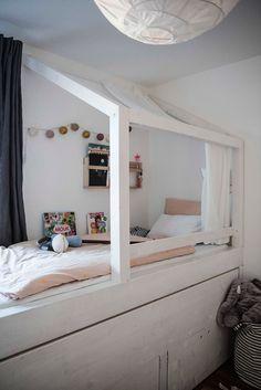 spielbett kinderbett baumh tte f r schr ge w nde dachschr gen weiss massivholz hochbett. Black Bedroom Furniture Sets. Home Design Ideas