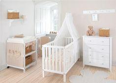 Pokój niemowlaka w kolorze beżowym