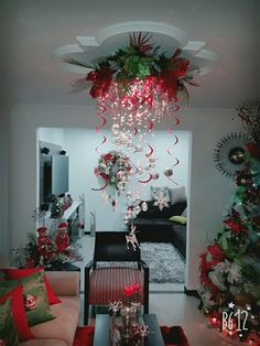 40 Fabulous Christmas Chandelier Ideas to Beautify Your Home Decoration Christmas Door, Christmas Wreaths, Merry Christmas, Christmas Ornaments, Decorating With Christmas Lights, Christmas Tree Decorations, Holiday Decor, Christmas Projects, Christmas Themes