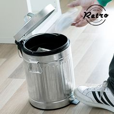 If you have a retro style kitchen, the handy and practical rubbish bin with pedal and handles will fit in perfectly! Made of plastic and metal Removable inner bucket Capacity: 5 L Diameter x height approx.: 21 x 32 cm Style Retro, Kitchen Styling, Other Accessories, Cookware, Retro Fashion, Handle, Html, Bathroom, Fit