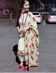 Inquiries️ nivetasfashion@ nivetas design studio we ship worldwide made to measure inquiries️ nivetasfashion@ high end designer outfits punjabi suits. Dress Indian Style, Indian Fashion Dresses, Indian Outfits, Indian Wear, Fashion Outfits, Punjabi Suits Designer Boutique, Indian Designer Suits, Boutique Suits, Patiala Suit Designs