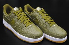 los angeles 5870c 53927 Nike Air Force 1 07 military green Reptile skin like material. Has some  wear to it and no soles to the inside of the shoes.