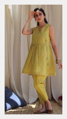 Pakistani Fashion Party Wear, Pakistani Dresses Casual, Pakistani Dress Design, Muslim Fashion, Indian Dresses, Asian Fashion, Indian Outfits, Stylish Dresses For Girls, Stylish Dress Designs