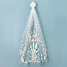 Vintage Wedding Veil #vintage #wedding #veil...hang Kristina Eaton veil with ribbon for over a bed...gonna use my big veil on a wall