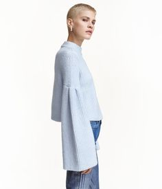 Short sweater in a soft knit with wool and mohair content. Long e1740a681e7