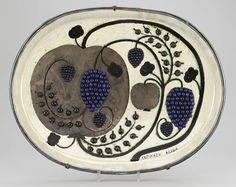A large Birger Kaipiainen stoneware dish, Arabia, Finland. Pottery Plates, Ceramic Pottery, Cerámica Ideas, Ceramic Tableware, Pottery Designs, Sculpture, Ceramic Artists, Scandinavian Design, Finland