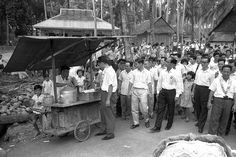 The late Mr. Lee Kuan Yew at a street hawker stall during his tour of Paya Lebar constituency on February 24, 1963. Photo credit: Ministry of Information and the Arts Collection/NAS