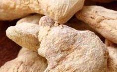 Gemberthee. (goed bij griep of verkoudheid, positief en versterkend effect op de spijsvertering, goed tegen misselijkheid, reisziekte en buikpijn, en kan werken als pijnstiller en spierontspanner.  1 liter water, 5 cm gemberwortel geraspt, sap en rasp van 1 citroen, honing naar smaak (of bruine basterdsuiker)  Breng water met gember & citroensap/-rasp aan de kook, laat het 10 min trekken, zeef, breng de thee op smaak met honing.