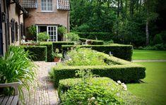 Rodenburg tuinen boerderijtuin bij een gerenoveerd landgoed er