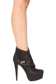 Alice + Olivia Shoes Priss Crinkle Leather Ankle Boot in Black