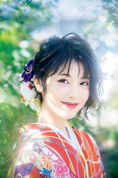 """Minami Hamabe: Smiles in attractive kimono sleeves. Shots lying in a Japanese-style room and """"Moe sleeves"""" … - Japan Top News Beautiful Japanese Girl, Japanese Beauty, Asian Beauty, Beautiful Women, Japanese Makeup, Japanese Style, Japanese Eyes, Natural Beauty, Korean Eye Makeup"""