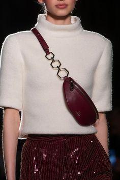 Aigner at Milan Fashion Week Fall 2019 - Details Runway Photos Fashion Bags, Fashion Accessories, Milan Fashion, Womens Fashion, Fashion Fashion, Green Pleated Skirt, Estilo Glamour, Skirt And Sneakers, Mode Inspiration