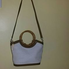 Fossil Handbag Fossil Handbag 9' inches deep,  9.5 inches wide,4 pockets.  Perfect Condition. Fossil Bags