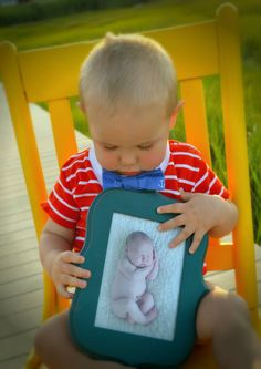 first birthday pictures have them hold a picture of themselves from last year, do this each year and watch how they grow #firstbirthday #photography