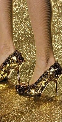 Woman In Gold, Gold Everything, Fields Of Gold, Africa Dress, Color Dorado, Shades Of Gold, Gold Walls, Black High Heels, High Heel Boots