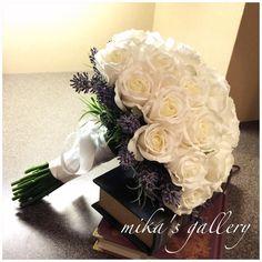 minne(ミンネ)  白バラとラベンダーのクラッチブーケ 海外ウェディング 持込みも安心