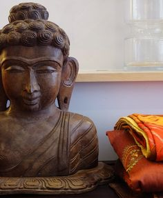 carved Buddha head and Indian bedding from: http://bringingitallbackhome.co.uk/
