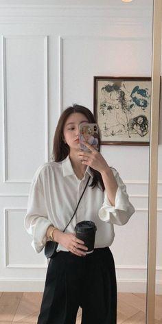 Korean Girl Fashion, Ulzzang Fashion, Korean Street Fashion, Kpop Fashion Outfits, Korean Outfits, Mode Outfits, Asian Fashion, Looks Dark, Moda Vintage