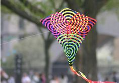 How to Make a Kite ... with your kids!