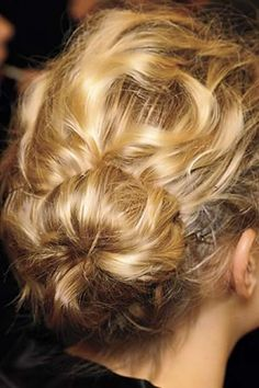 Conch Shell Messy Bun Hairstyle Wedding Day Hairstyles, Bun Hairstyles, Curl, Bridal Hairstyles, Braids, Messy Buns, Messi Bun, Wedding Hairstyles, New Hairstyles