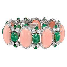 http://rubies.work/0704-multi-gemstone-ring/ Estate David Webb Coral, Emerald & Diamond Bracelet                                                                                                                                                      Mehr