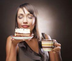 Pogorszenie nastroju i ospałość to typowo jesienne przypadłości. Jesień i zima to także okresy, w których część osób odczuwa wzmożony apetyt na słodycze. Okazuje się, że apetyt na 'słodkie smaki' ma hormonalne uzasadnienie - wyjaśniają olsztyńscy naukowcy.