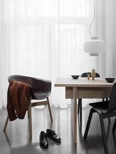 Bookmatch Table is a minimalist design created by London-based designer Philippe Malouin for Hem. Milan Furniture, Furniture Styles, Online Furniture, Cool Furniture, Furniture Design, Minimal Decor, Minimal Design, Contemporary Chairs, Modern Dining Table