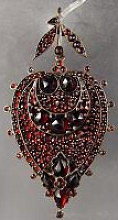 Bohemia garnet pendant