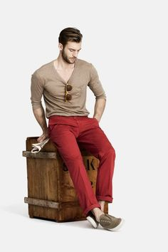 I love the red jeans trend. They're not too flashy, just flashy enough. Men's wear doesn't have to be boring!