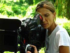 Elia Schneider, Venezuela. Filmografía: http://www.imdb.com/name/nm0773790/?ref_=fn_al_nm_1
